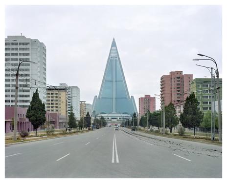 Hotel Ryugyong : le plus haut de Corée du Nord avec ses 330 metres de haut. En construction depuis 1987