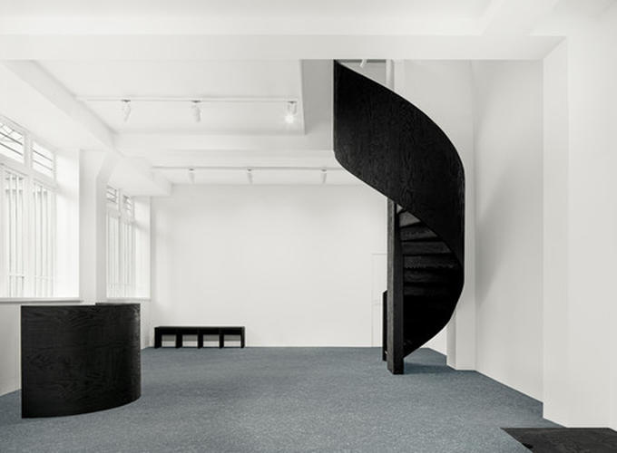 ESTATE ESTATE: An art gallery interior design Avenue Matignon in Paris